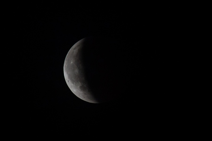 Catch a total lunar eclipse in Chicago this January!